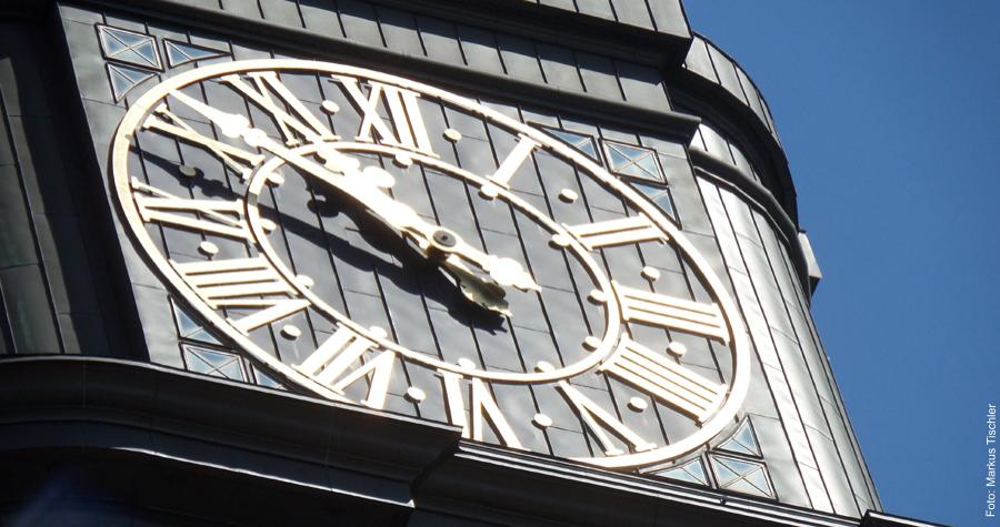 Früher haben sich die Menschen nach der Sonne gerichtet, bevor Uhren zur Zeitmessung erfunden wurden.