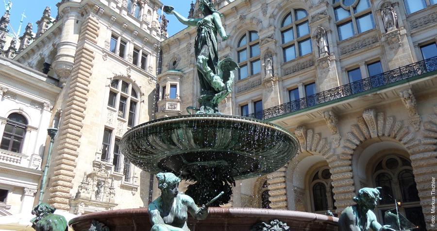 Brunnen in Innenhof des Rathauses