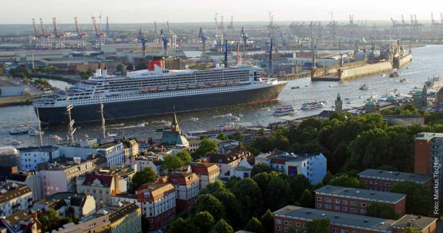Kreuzfahrtschiff Queen Mary 2 in Hamburg