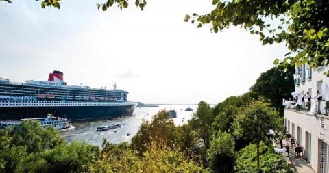 Weiße Bettlaken für eine Königin: Queen Mary 2 läuft aus