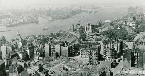 Fotokalender: Landungsbrücken Kriegsende