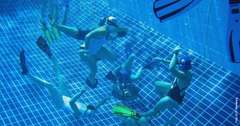 Rugby in der Hamburger Unterwasserwelt