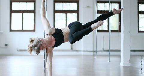 Poledance: Akrobatische Drehmomente