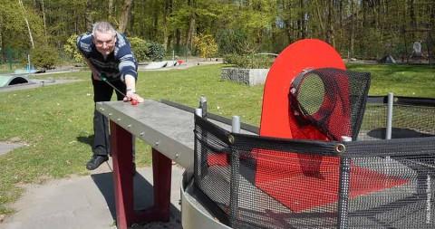 Pit-Pat-Billard: Minigolf mit dem Queue