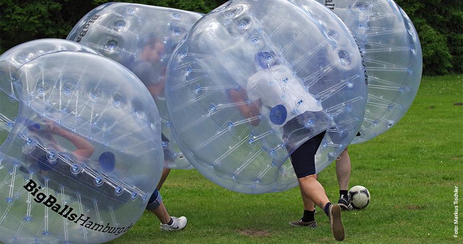 """Gut gerollt: Fouls sind bei """"Big Balls"""" erlaubt."""