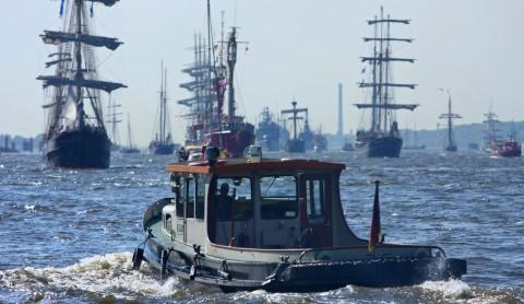 Heimweh – Fernweh: Hafen und Elbe fest im Blick